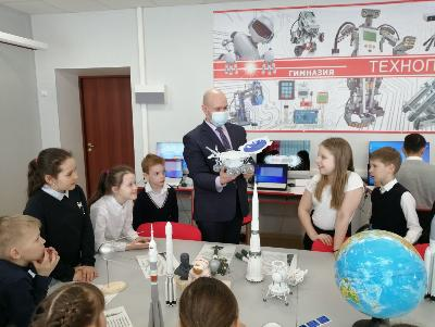 Гимназия Югорска признана победителем конкурса проектов образовательных организаций Югры, имеющих статус региональных инновационных площадок, в 2021 году.