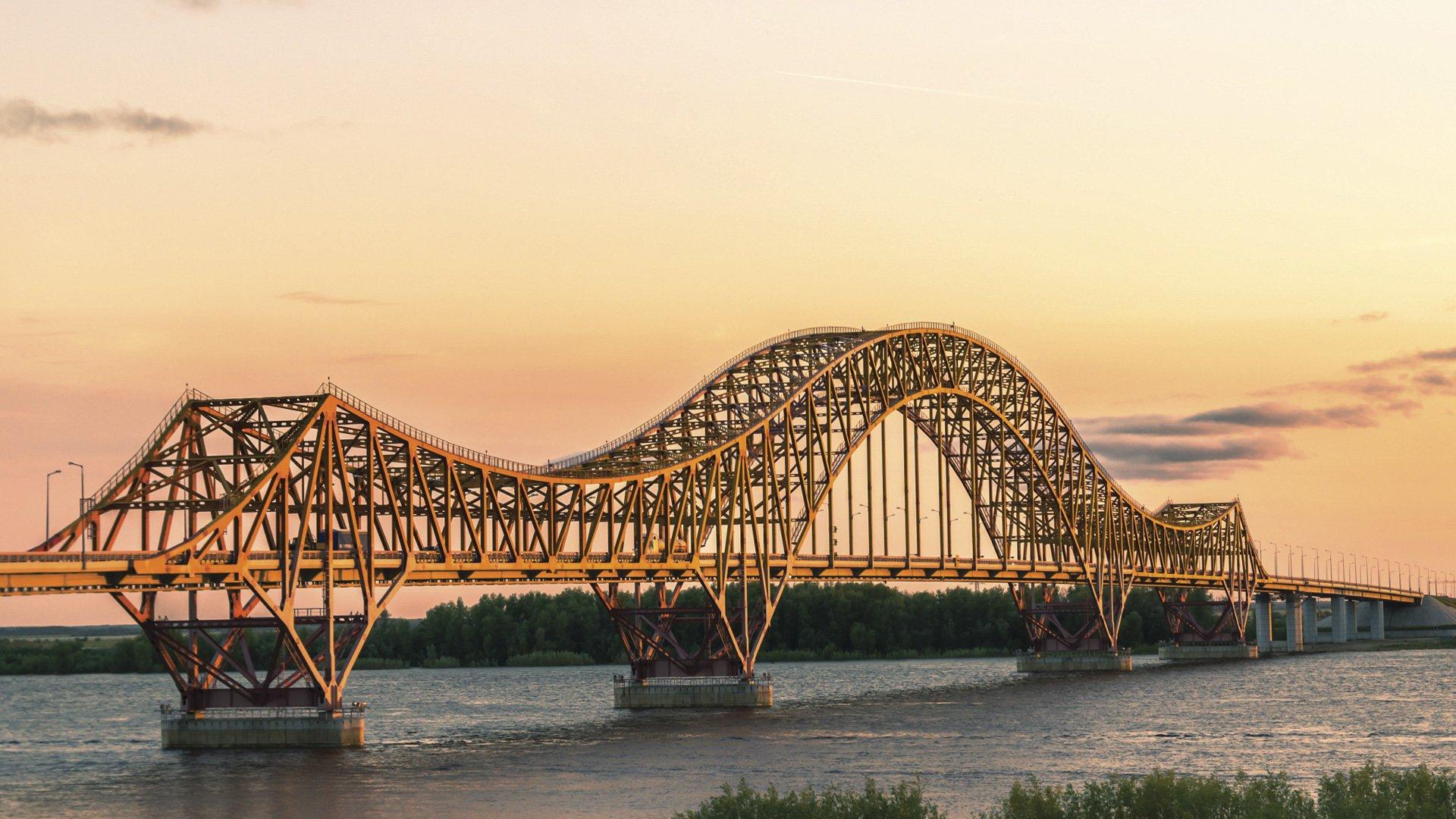 Госавтоинспекция Югры информирует о введении временного ограничения движения автотранспорта по мосту через реку Иртыш в Ханты-Мансийске.