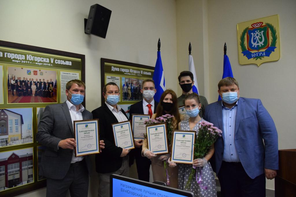В воскресенье в стране отметили День молодёжи, в честь этого праздника вчера глава Югорска Андрей Бородкин наградил лучших выпускников Югорского политехнического колледжа.