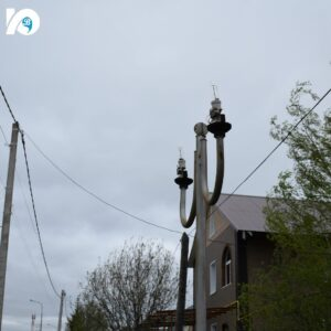 Одна из проблем избирательного округа № 1 – это уличные светильники на улице Менделеева, которые постоянно приходится заменять: их то и дело разбивают. Вероятнее всего, они будут демонтированы.