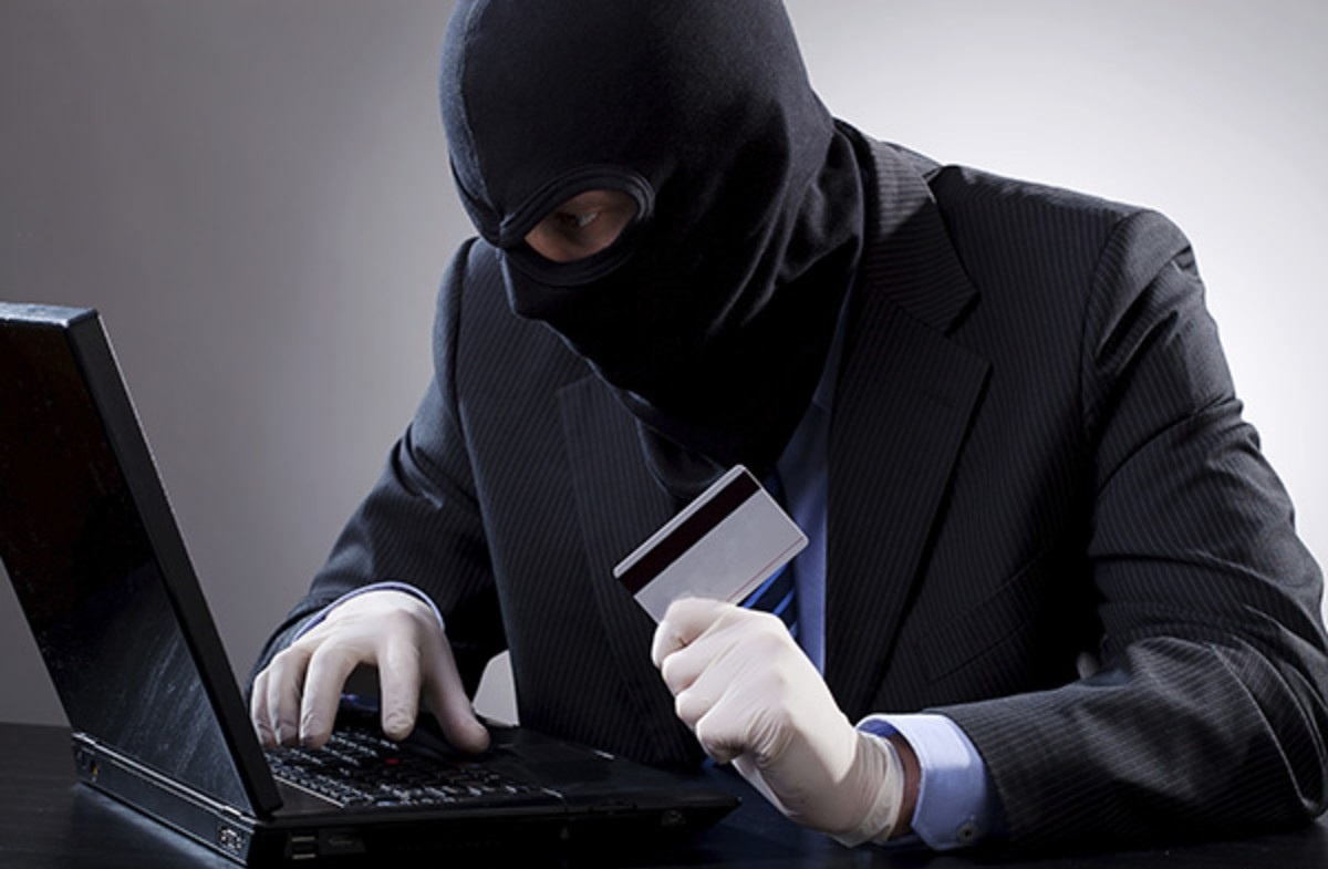 Очередная встреча с журналистами была посвящена правилам личной кибербезопасности и рекомендациям, как уберечь свои сбережения от аферистов. Излюбленными схемами злоумышленников по-прежнему остаются: звонок от лжесотрудника службы безопасности банка, лжемилиционера, подставного продавца, инвестора или благотворителя.