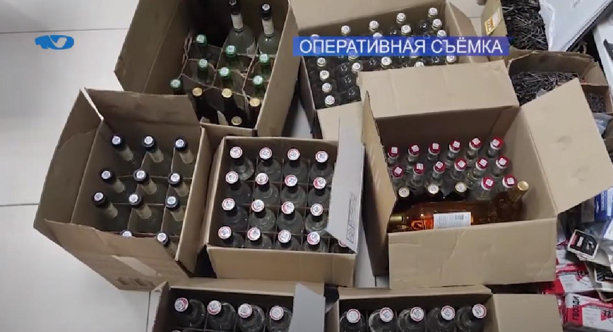 88 литров на 66 тысяч рублей – столько алкоголя изъято из незаконного оборота полицейскими в рамках оперативно-профилактического мероприятия. Полицейские с 28 июня по 9 июля проверяли объекты розничной торговли на предмет нарушения законодательства в сфере реализации спиртосодержащей продукции.