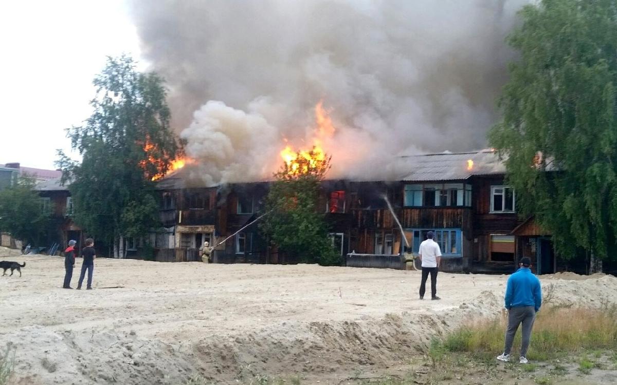 В Югорске по ул. Мира произошел пожар в расселенном доме