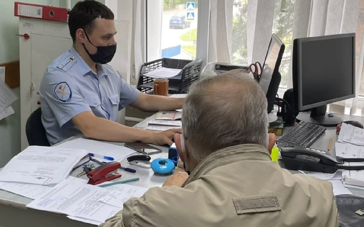 Пенсионер из Югорска в надежде обезопасить свои денежные средства перевел на счета мошенников более 1 200 000 рублей
