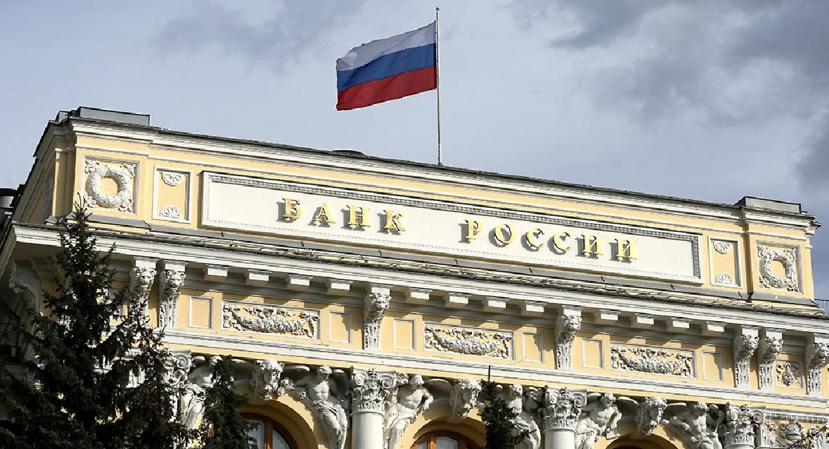 Банк России на заседании совета директоров в ближайшую пятницу снова повысит ключевую ставку - сам регулятор фактически заранее анонсировал этот шаг. Интрига лишь в том, как сильно ЦБ решится поднять ставку для борьбы с высокой инфляцией.