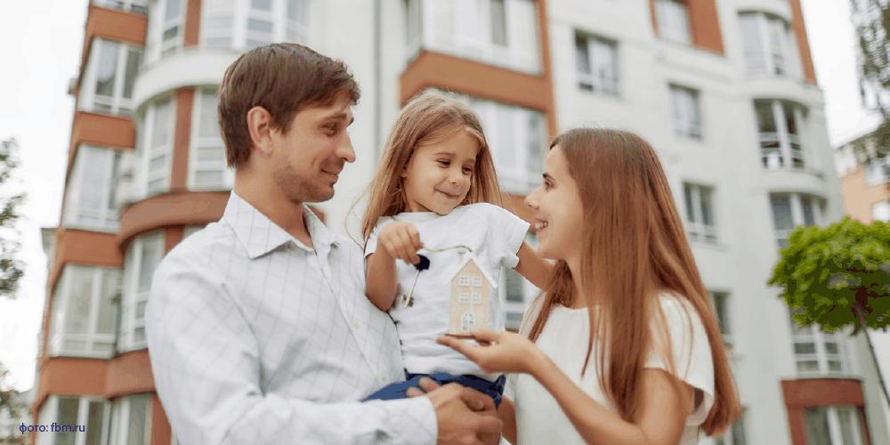 Условия льготной ипотеки для семей с детьми стали доступнее. С июля этого года ставка до 6% распространяется на семьи, в которых начиная с 2018 года родился первый или последующий ребенок.