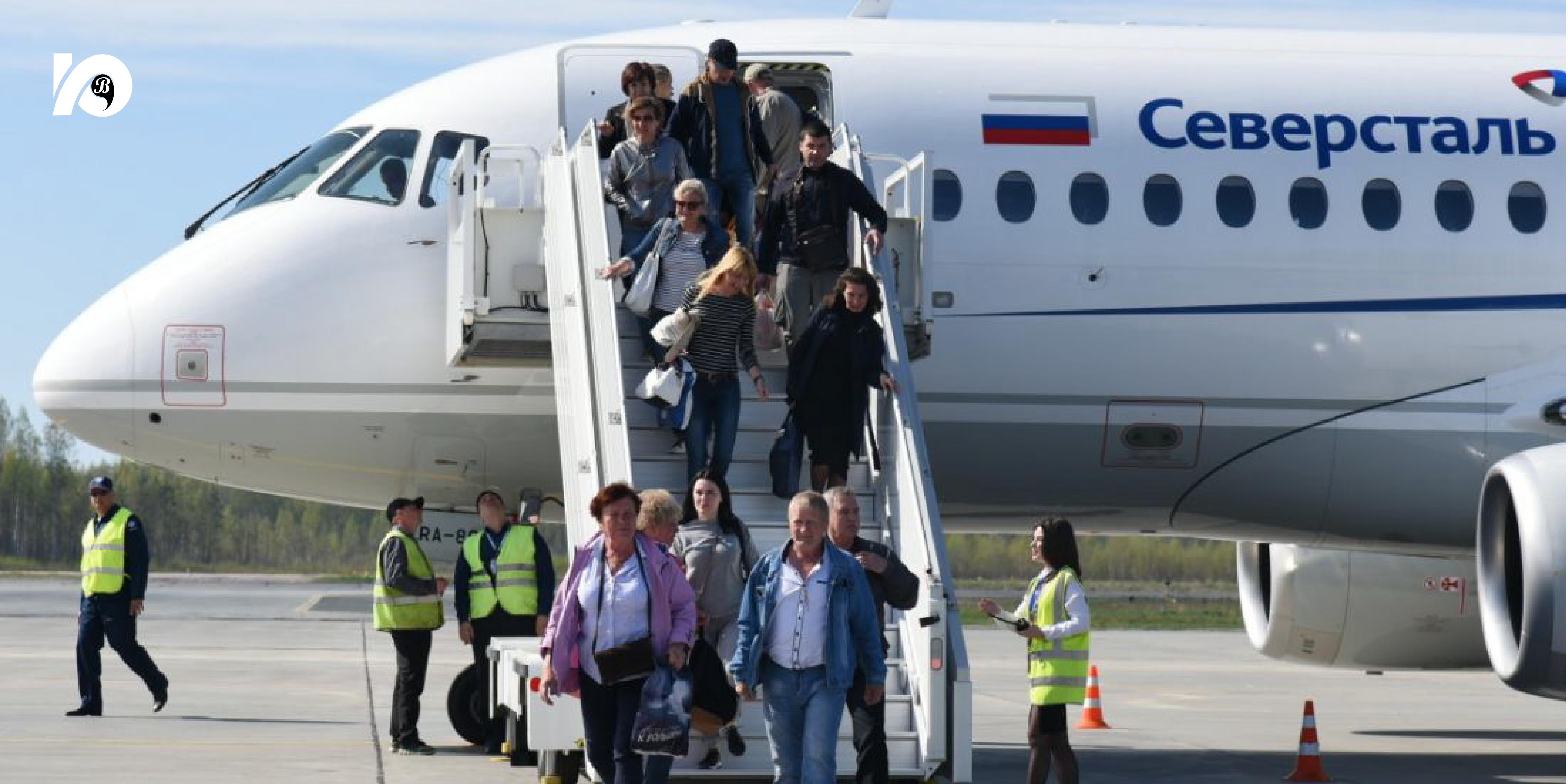 Добраться напрямую от Югорска до Петербурга можно было только на автомобиле, поездом или на самолете с пересадкой. Но с 27 мая 2021 года авиакомпания «Северсталь» выполняет рейсы сообщением «Советский – Санкт-Петербург».