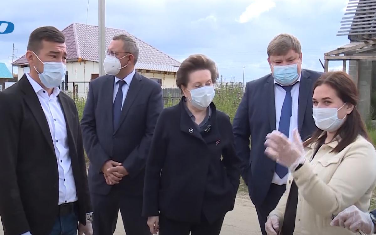 Губернатор Ханты-Мансийского округа сегодня работает в Югорске. На каких объектах побывала Наталья Комарова, с кем встречалась и о чём говорила с югорчанами, смотрите хронику визита главы региона.