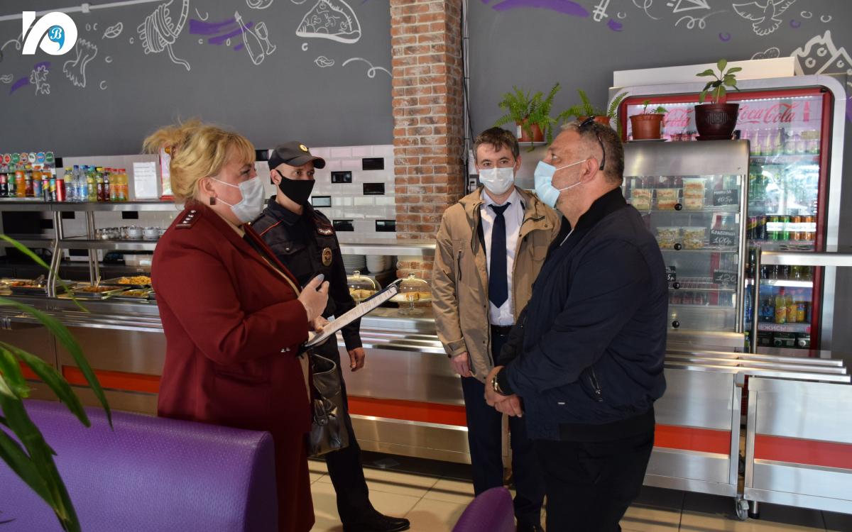 Согласно местным, а также региональным постановлениям в Югорске приняты усиленные меры по противодействию распространения новой коронавирусной инфекции.