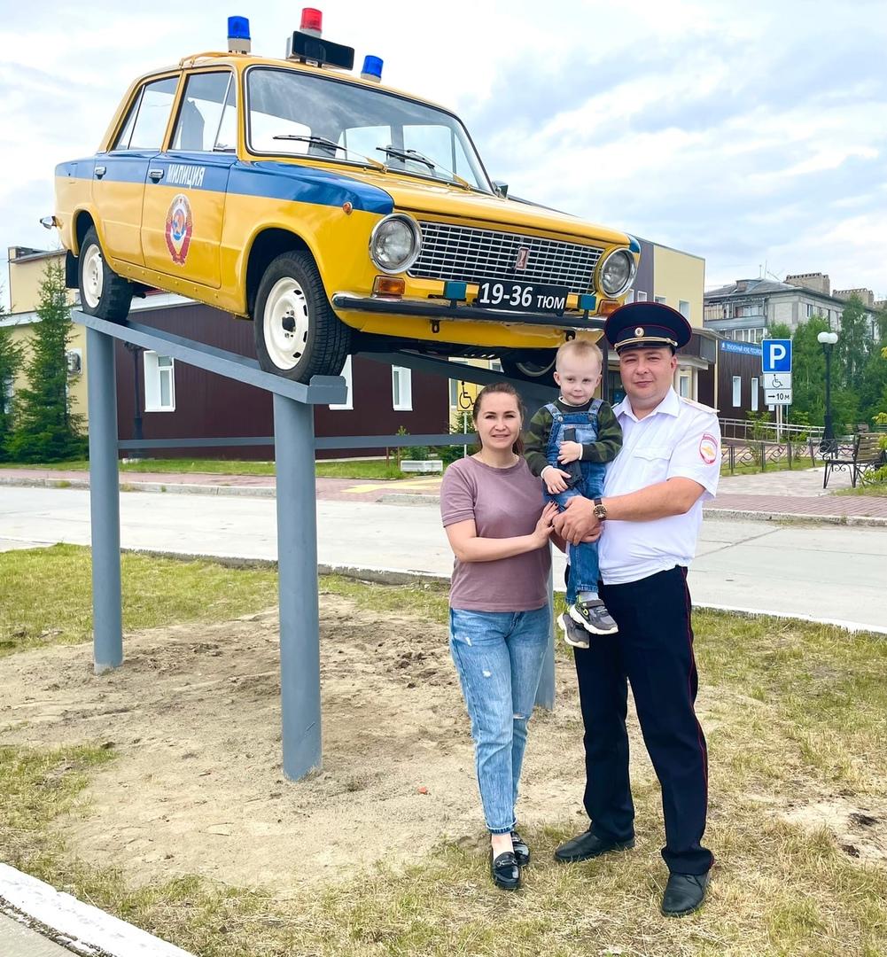 Виталий Иванович Абаев занимает должность начальника ОГИБДД ОМВД России по городу Югорску в звании майора полиции.