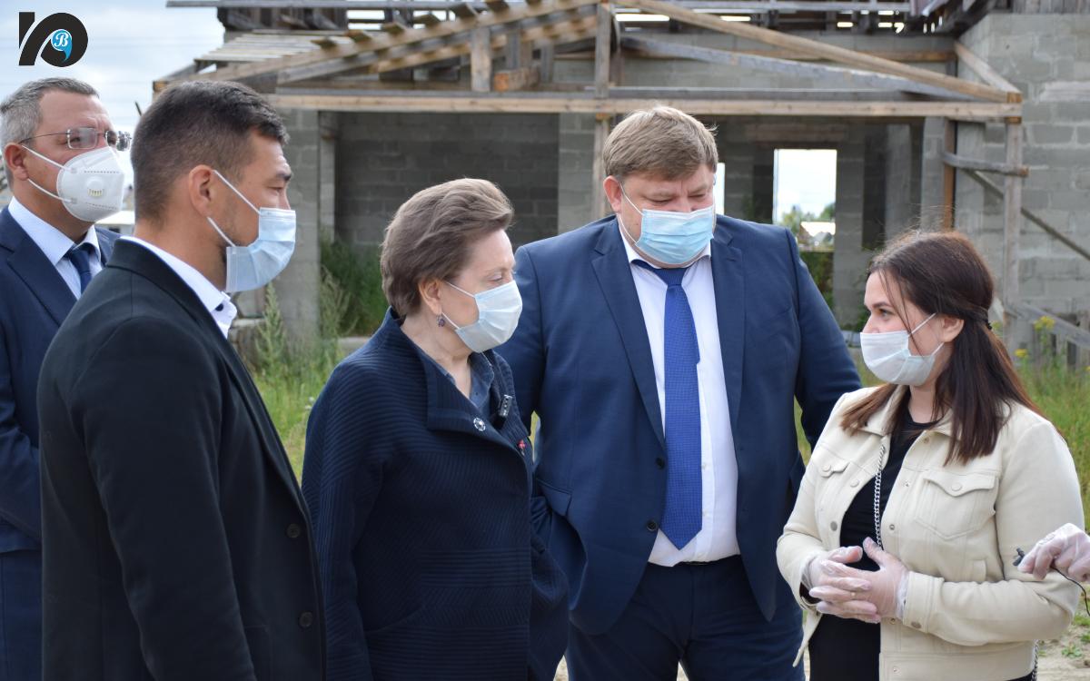 Югорск с рабочей поездкой посетила губернатор Наталья Комарова. То, чем гордится Югорск и что его отличает от других муниципалитетов, показали власти города главе региона.