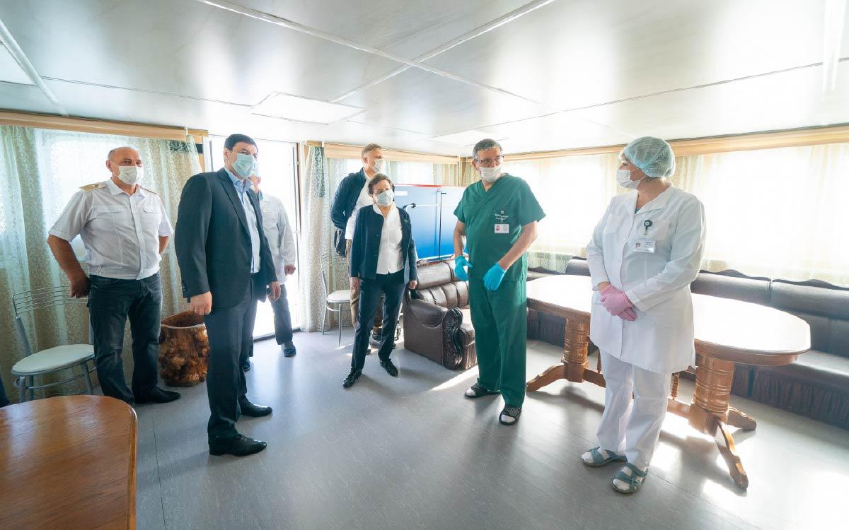 Плавполиклинику на базе теплохода «Николай Пирогов» посетила губернатор Югры Наталья Комарова в ходе рабочего визита в Ханты-Мансийский район.