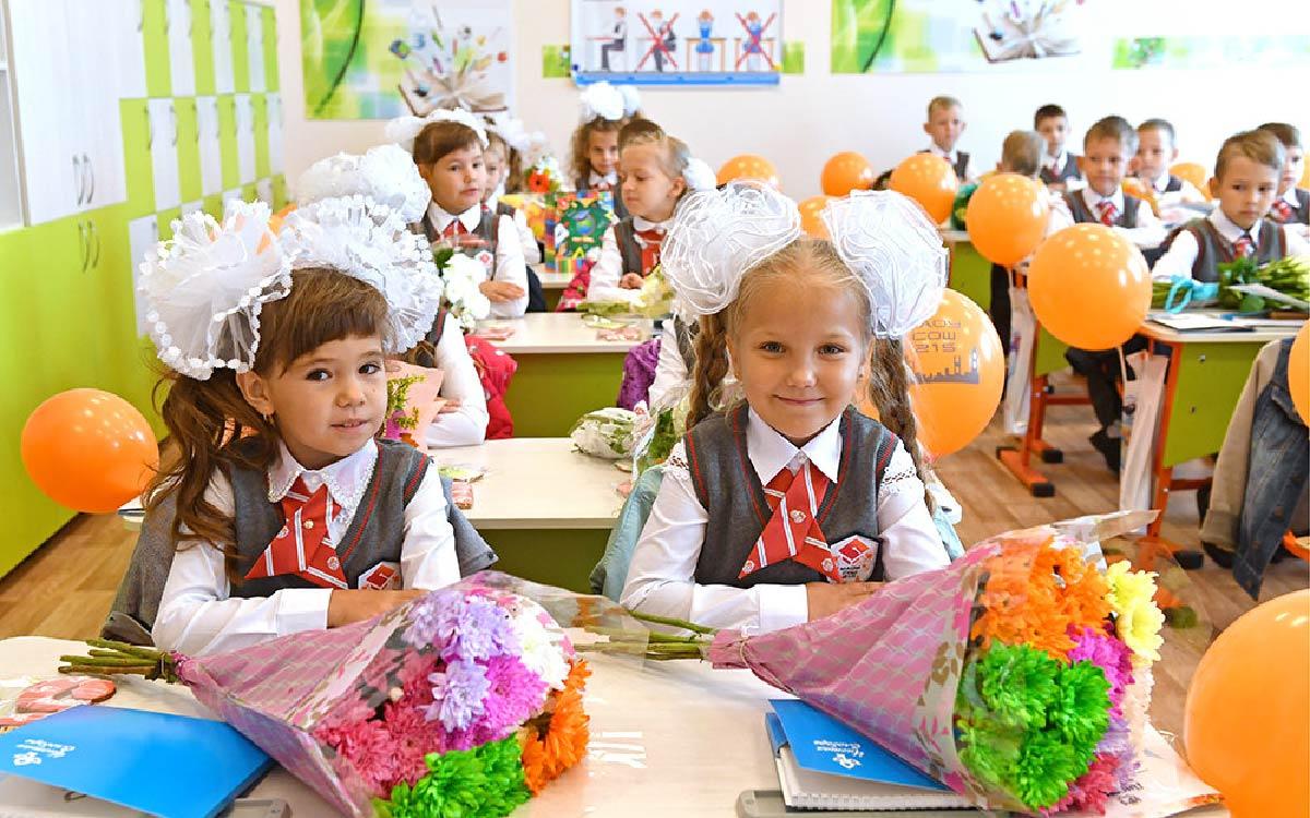 Рост стоимости набора вещей и канцтоваров для первоклассника в России за год не превысил уровня инфляции, подсчитали в Росстате.