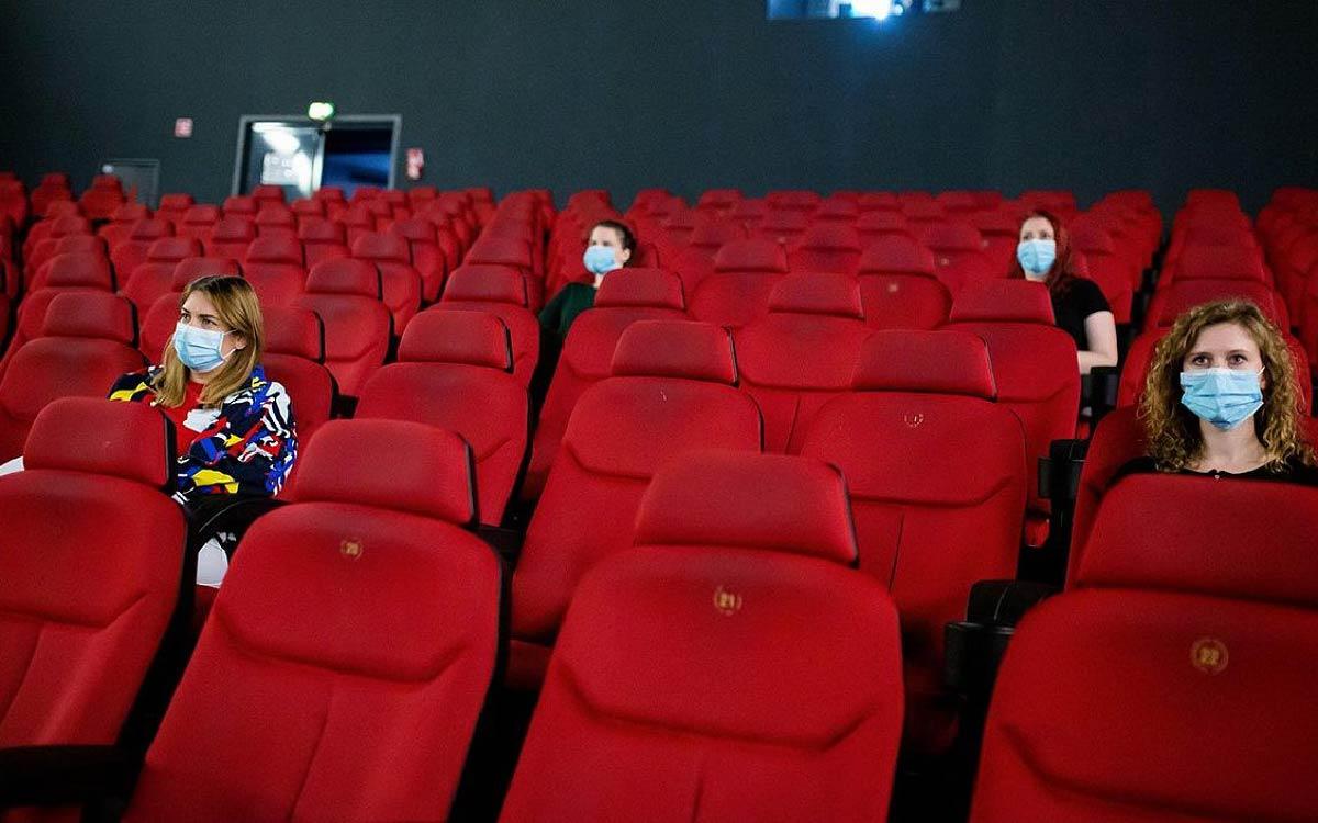 Кинотеатры будут обязаны предупреждать зрителей о том, сколько минут будет длиться реклама и показ трейлеров перед началом самого фильма. Таким образом, кинолюбители смогут лучше рассчитать свое время и не опоздать на сеанс.