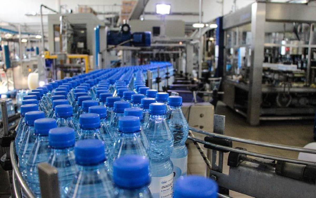 Завод по производству питьевой воды высшей категории качества под маркой «Северная чистая вода» посетила губернатор Югры Наталья Комарова в ходе рабочего визита в Сургут.