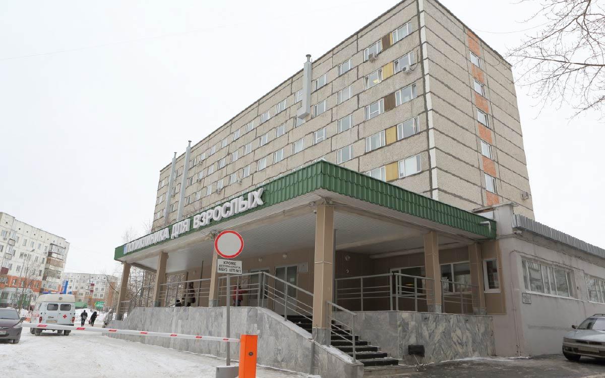 Беременная женщина скончалась в больнице Сургута от коронавирусной инфекции. Ещё одна женщина умерла вскоре после родов. Обе были не привиты, сообщил во время пресс-конференции главный врач городской поликлиники № 1 Максим Слепов.