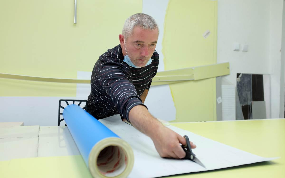 Сергей Трофимов - один из первых сотрудников центра. За 20 лет работы он прошел путь от ученика до мастера и освоил несколько профессий.