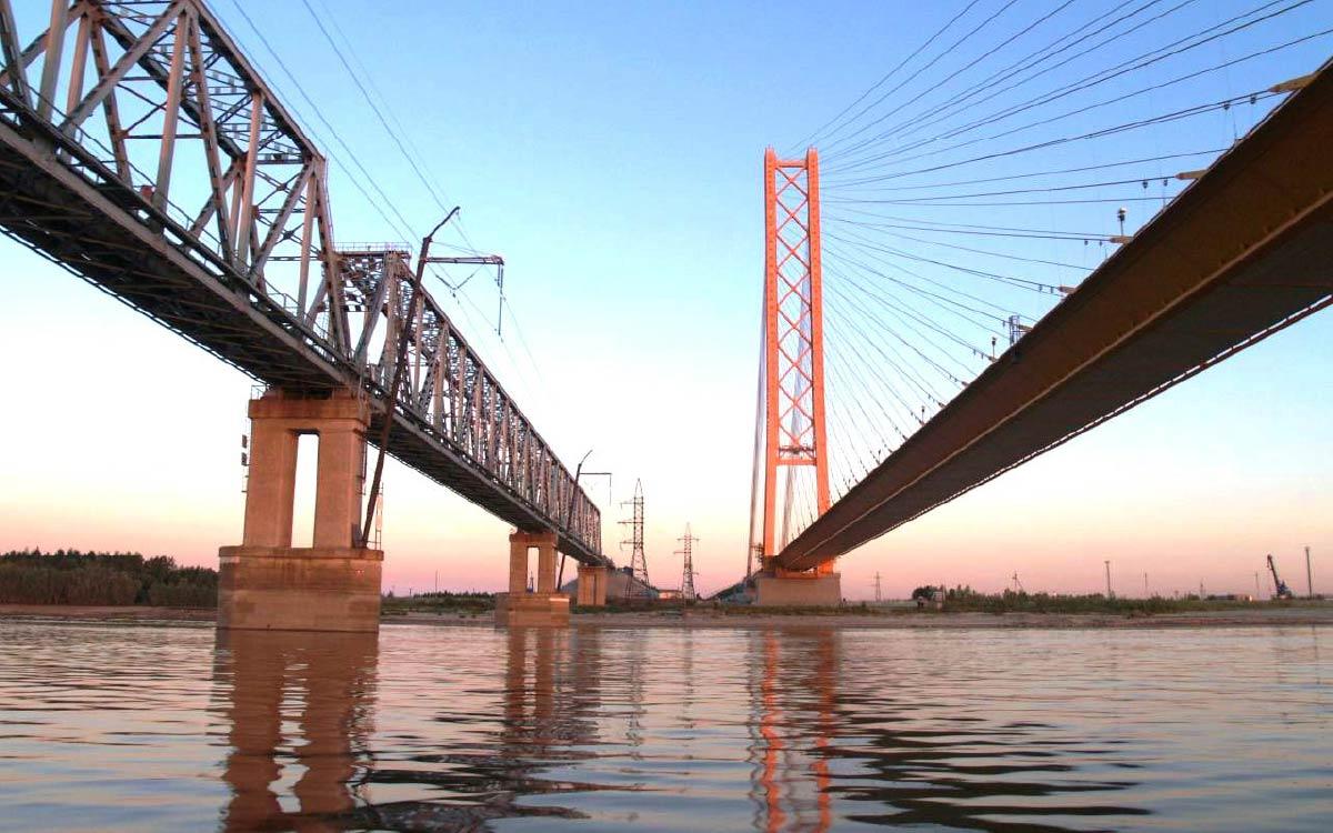 В районе Сургуте идет ремонт моста через Обь