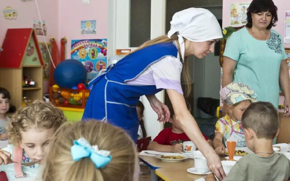 В январе 2021 года югорчане начали массово выражать недовольство по поводу изменения Роспотребнадзором графика приема пищи в детский садах региона. Сообщения на эту тему зафиксировал ЦУР автономного округа в социальных сетях.