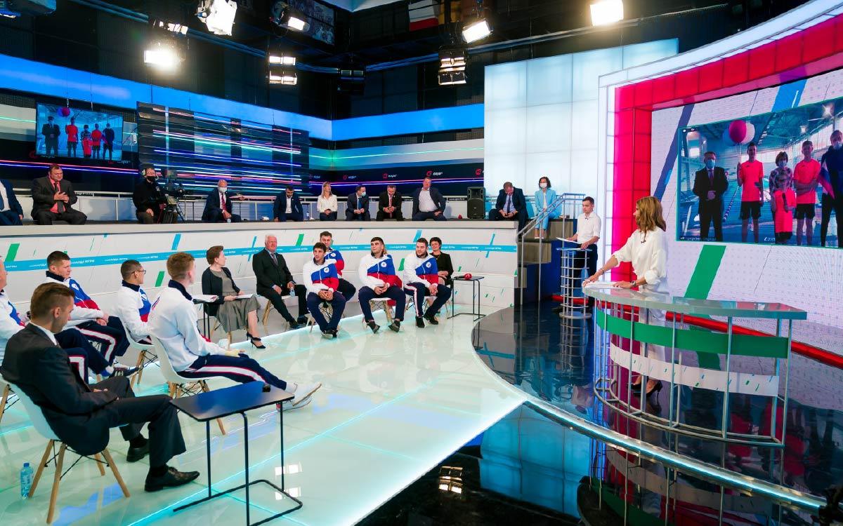Наталья Комарова наградила олимпийцев и обсудила с жителями приоритеты развития физической культуры и спорта