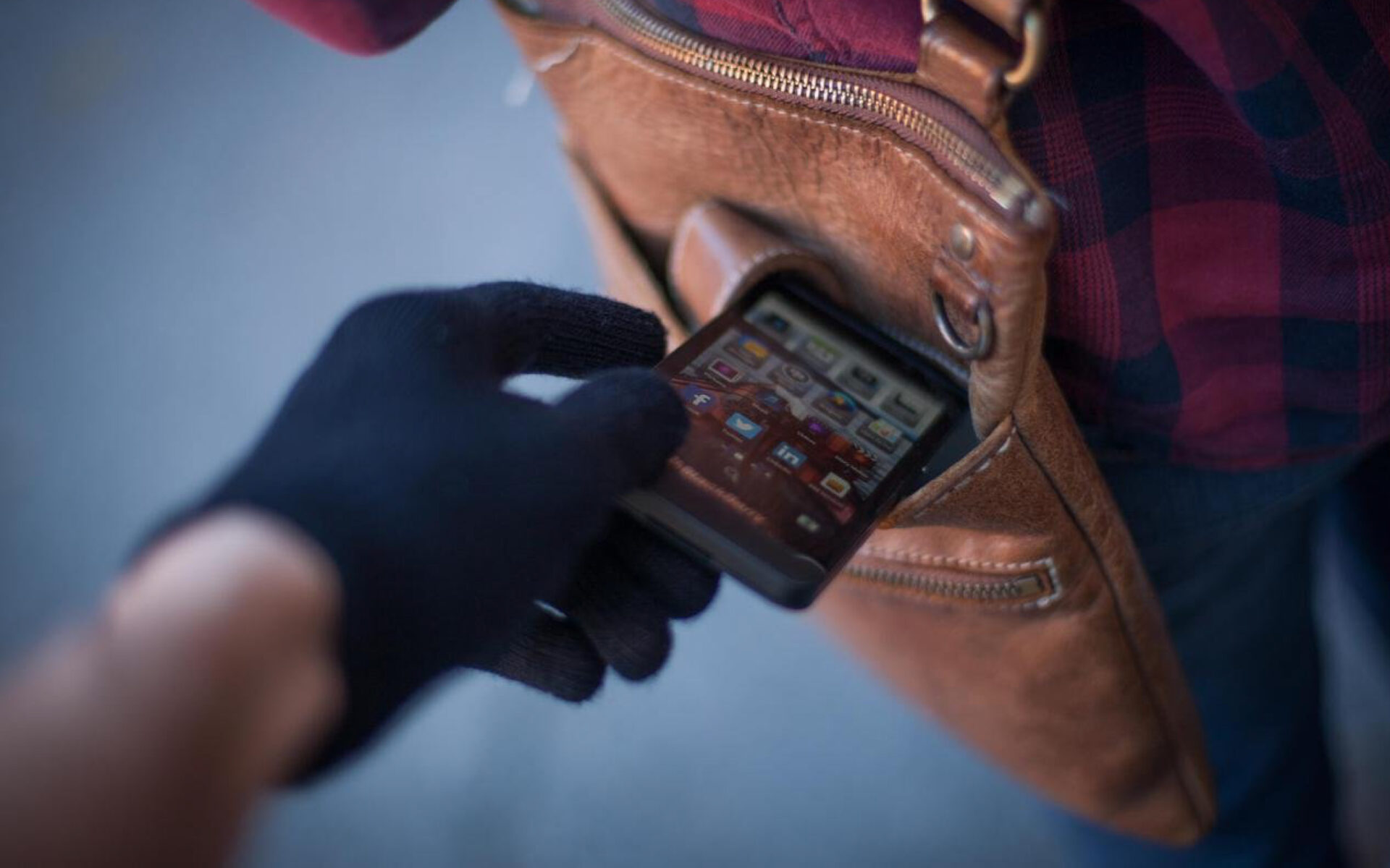 Сотрудниками уголовного розыска полиции Югорска установлен подозреваемый в краже телефона