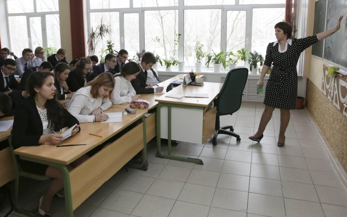 Большинство работников сферы образования Югры привилось от коронавируса