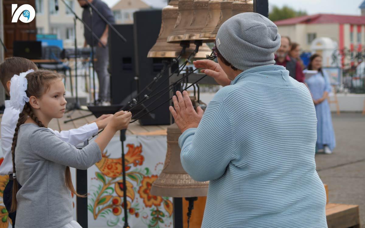 В фестивале «Югорская звонница» приняли участие опытные звонари, а также те, кто делает лишь первые шаги в освоении игры на колоколах.