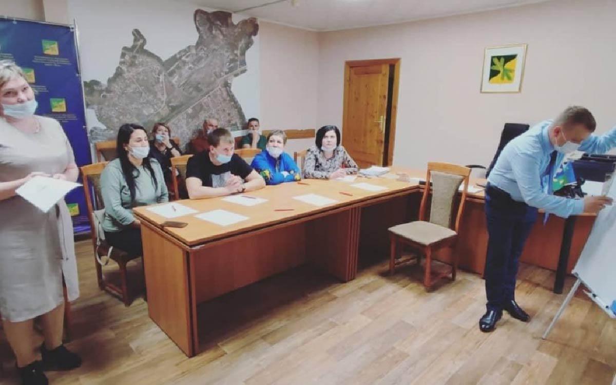 В городском поселении Таежный состоялось совещание по инициативному бюджетированию. Глава поселения Артем Аширов, специалисты администрации поселения совместно с представителями депутатского корпуса, активными гражданами обсудили предварительные концепции развития и идеи благоустройства посёлка.
