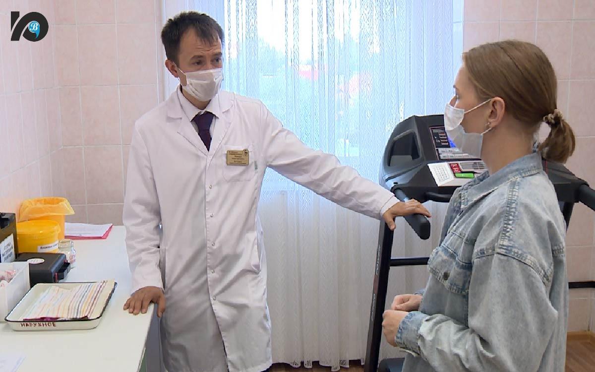 200 югорчан прошли углубленную диспансеризацию. 1 июля в Югорской городской больнице стартовала углубленная диспансеризация для тех, кто переболел коронавирусной инфекцией. Как известно, коварный вирус бьет по слабым местам организма – поэтому проверить состояние здоровья просто необходимо.
