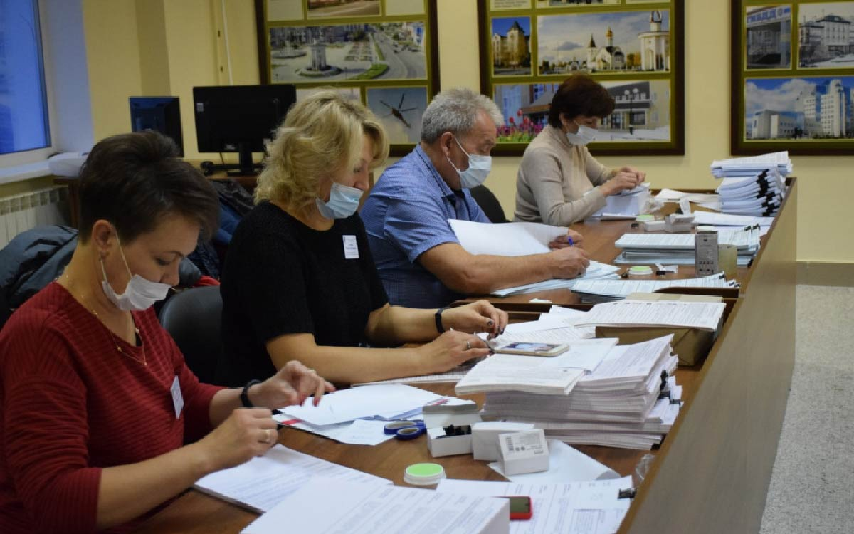 Общая численность избирателей в Югорске 26 100 человек соответственно участковым комиссиям в общей сложности будет выдано 182 700 бюллетеней