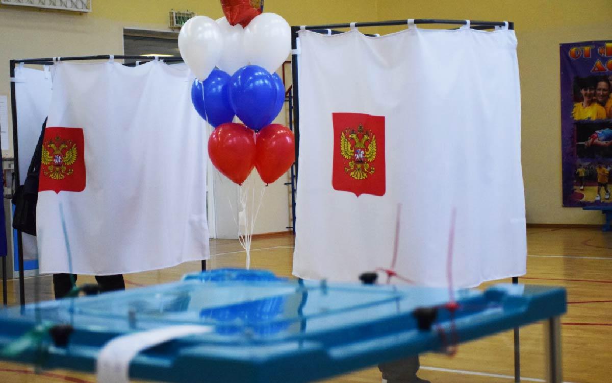 В Югорске открылись 22 избирательных участка. С самого утра люди активно принимают участие в голосовании.