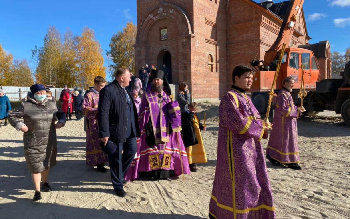 На храме Вознесения Господня в Советском водружен второй купол