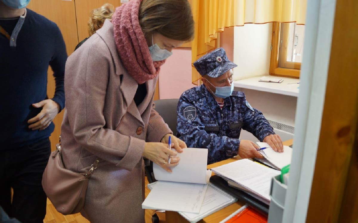 В связи с недавними печальными событиями в Перми, в Югорске прошли внеплановые проверки образовательных учреждений на антитеррористическую защищённость.