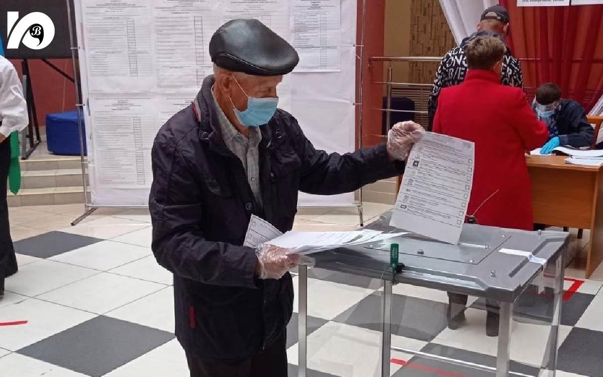 На избирательных участках голосовали и стар и млад. Одному из самых пожилых жителей, Александру Васильевичу Салазкину – 86 лет!