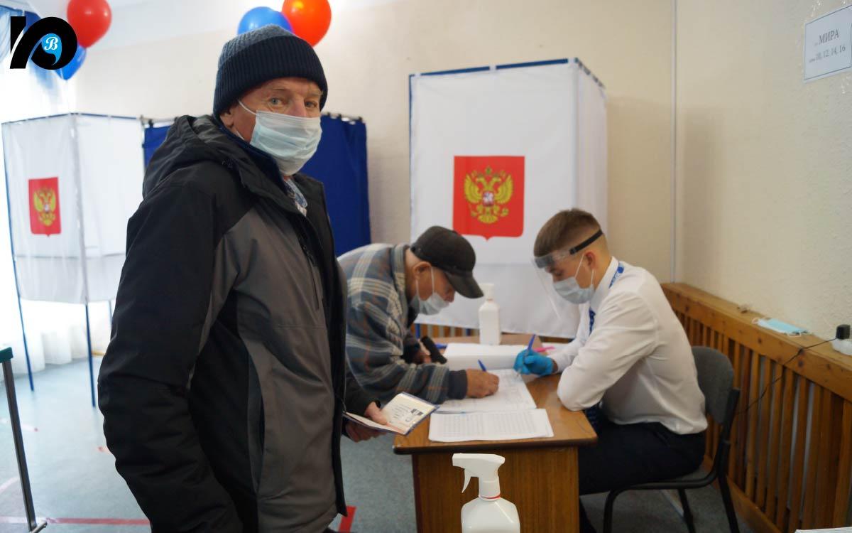 17 сентября, в первый день «больших выборов», мы посетили избирательный участок № 729, развернувший работу в Детской школе искусств на ул. 40 лет Победы, 12.