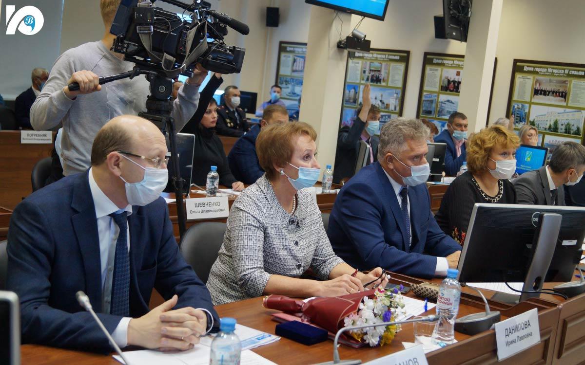 Состоялось первое заседание Думы Югорска седьмого созыва. Впервые избранные 21 депутат