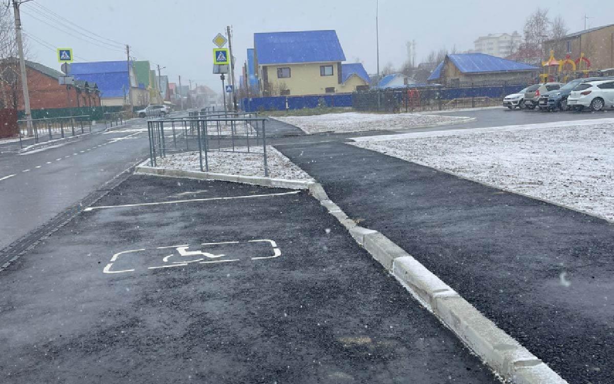 Вопрос строительства дороги на Уральской остро встал в прошлом году когда здесь открыли новый детский сад Югорск