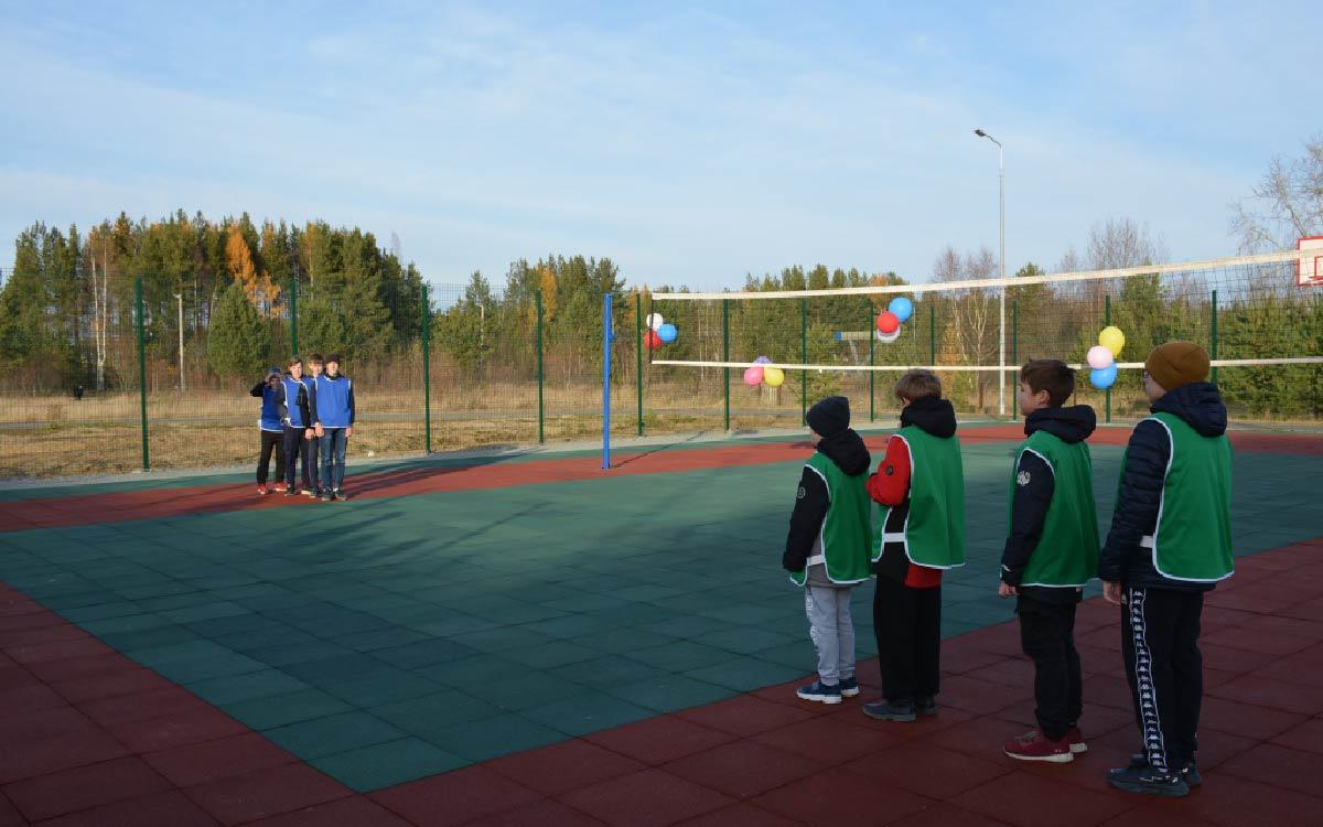 В сельском поселении Алябьевский завершено строительство универсальной спортивной площадки