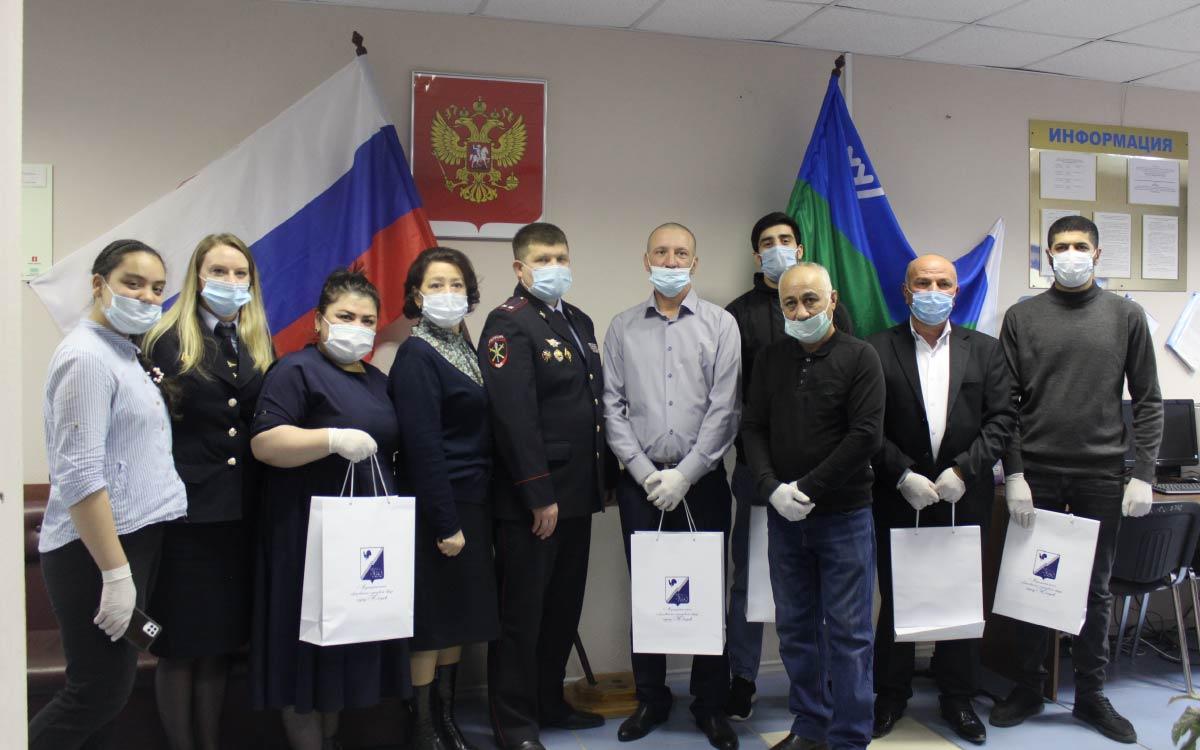 В ОМВД России по г.Югорску 6 иностранных граждан: двое из Азербайджана и по одному из Армении, Украины, Таджикистана и Узбекистана, в торжественной обстановке приняли Присягу